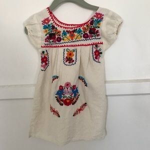 Other - Adorable embroidered dress